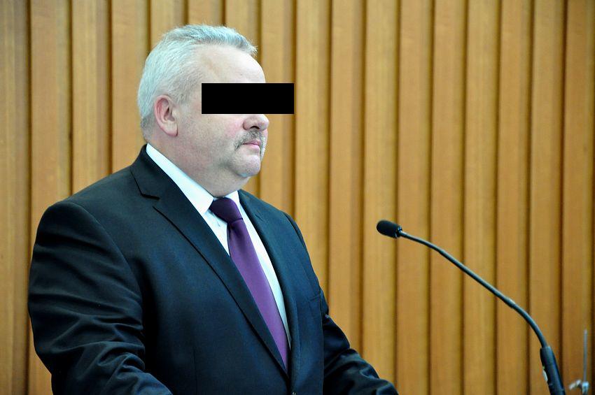Oskarżono go m.in. o gwałt i korupcję. Były marszałek województwa idzie do więzienia - Zdjęcie główne