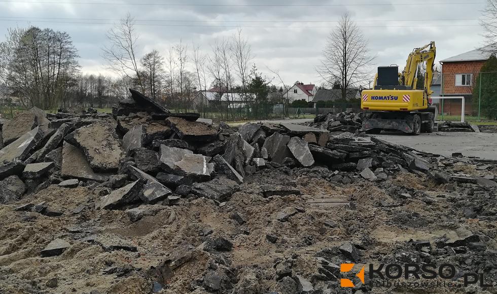 Kolbuszowa Górna. Rozpoczęto przebudowę boiska sportowego przy szkole podstawowej  - Zdjęcie główne