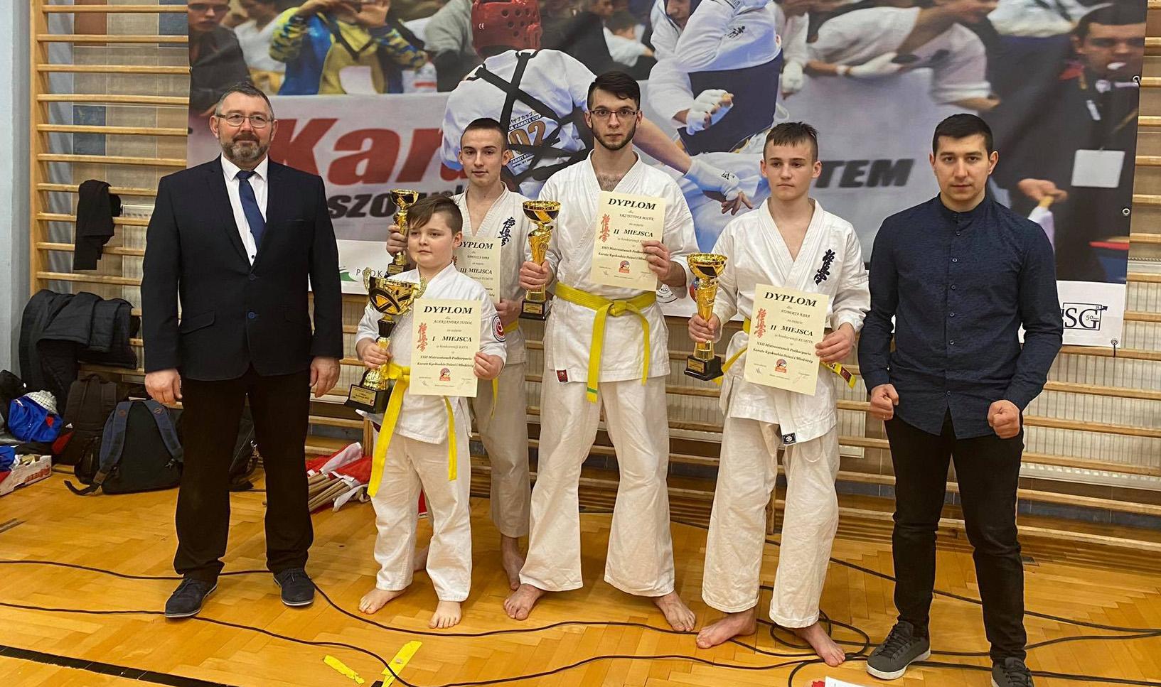 Osiem pucharów dla naszych karateków  - Zdjęcie główne