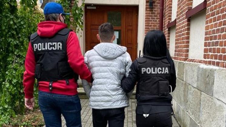 Podkarpacie: Nastolatek uwodził mężczyzn przez internet. Później ich szantażował  - Zdjęcie główne