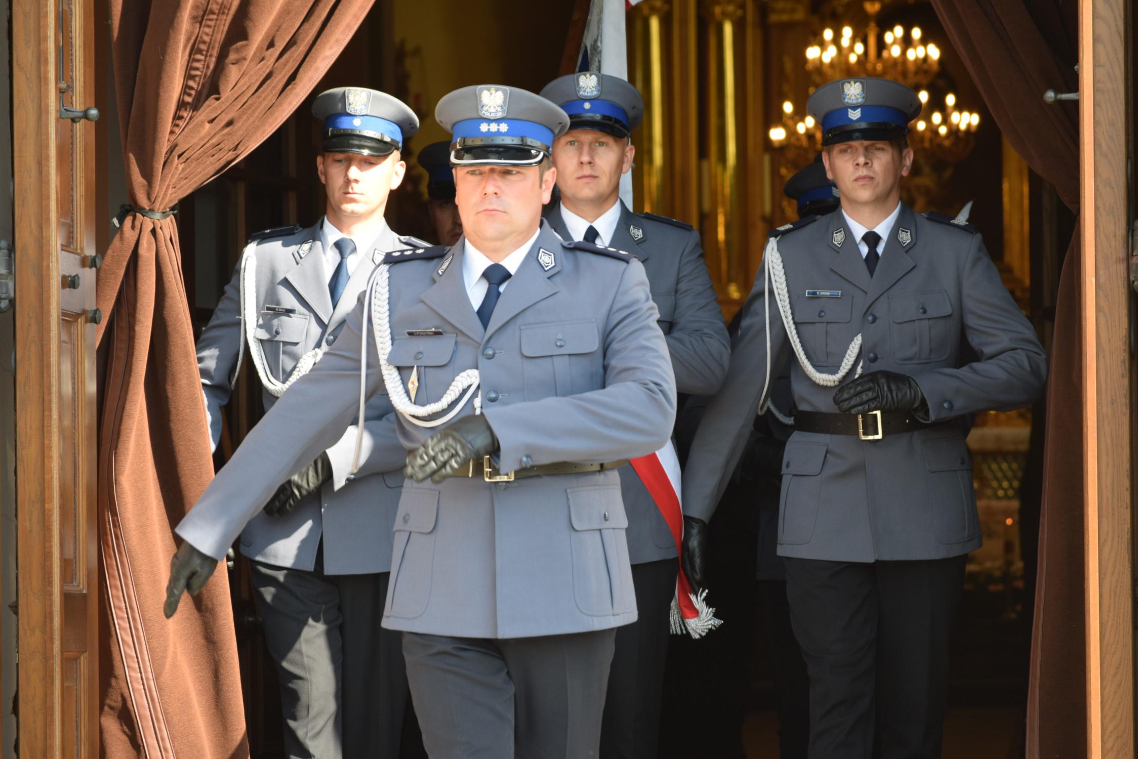 Uroczystość nadania sztandaru Komendzie Powiatowej Policji w Kolbuszowej [GALERIA ZDJĘĆ] - Zdjęcie główne