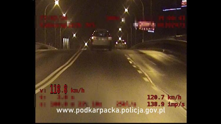 Z REGIONU. Pędził przez Rzeszów. Za nim ruszyli policjanci [VIDEO] - Zdjęcie główne