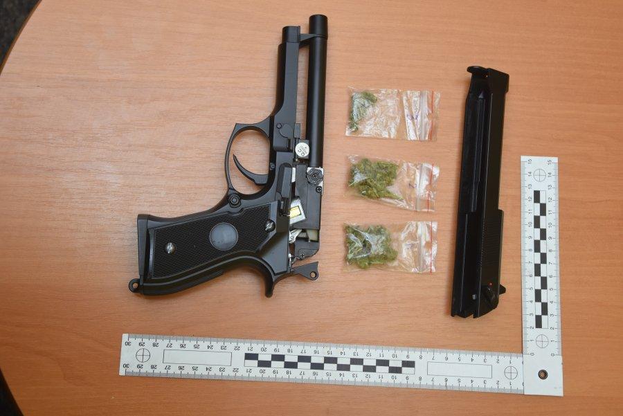 Z PODKARPACIA. Nastolatek schował narkotyki w pistolecie na kulki  - Zdjęcie główne