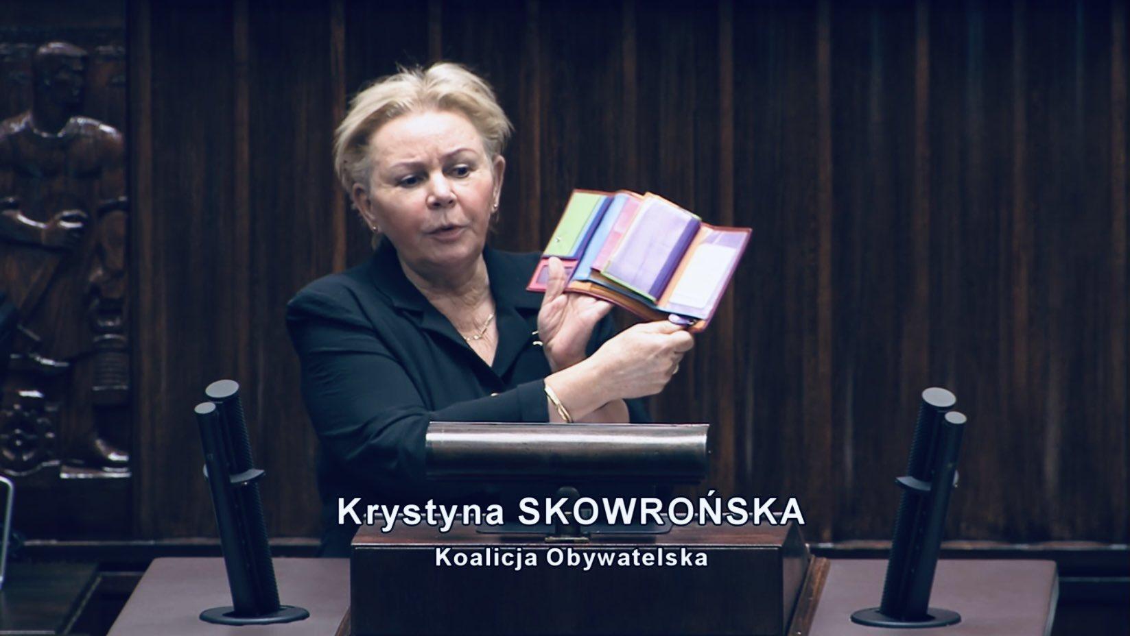 Poseł Krystyna Skowrońska pokazuje jak rząd grabi Polaków! Zobacz wideo - Zdjęcie główne