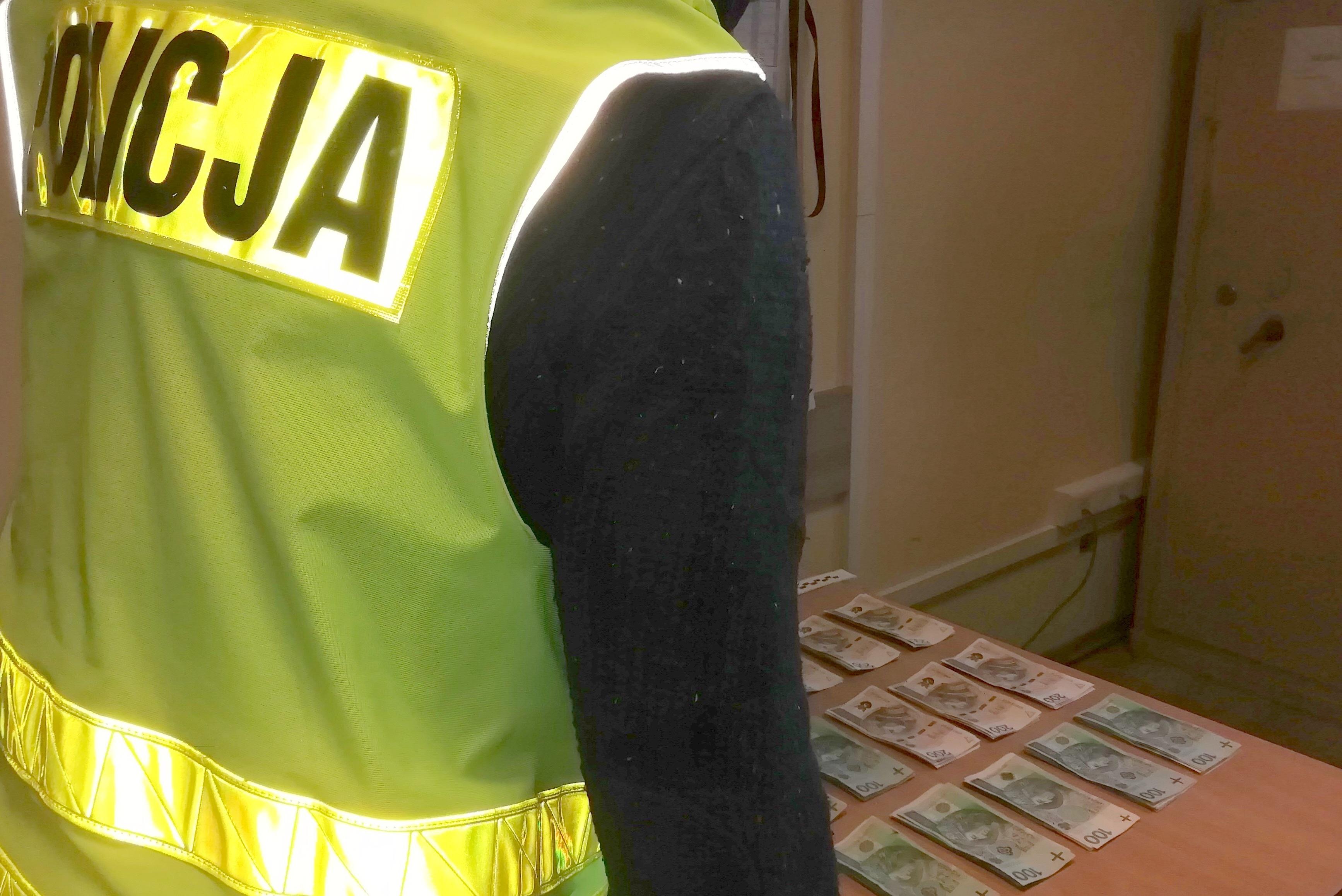 """Pieniądze wyłudzone metodą """"na policjanta"""" odzyskane przez funkcjonariuszy - Zdjęcie główne"""