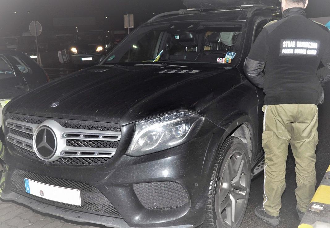 Skradzione w Niemczech luksusowe auto zatrzymane na przejściu granicznym  - Zdjęcie główne