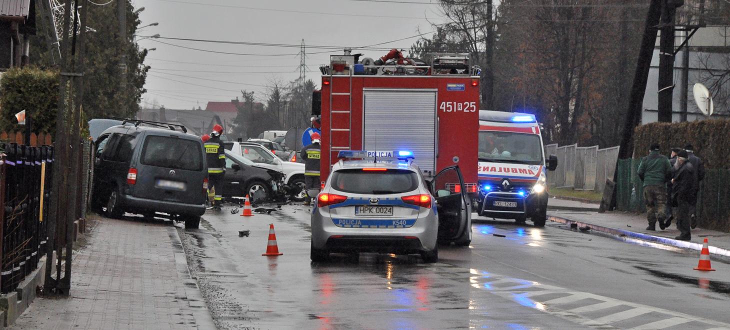 Zderzenie dwóch samochodów obok Biedronki w Kolbuszowej [FOTO] - Zdjęcie główne