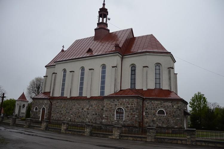 Gmina Dzikowiec. Na placu parafialnym w Kopciach ma powstać drewniana altana - Zdjęcie główne
