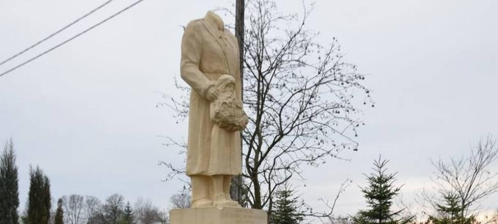 Z PODKARPACIA. Ktoś urwał głowę pomnikowi generała. Policja szuka sprawcy - Zdjęcie główne