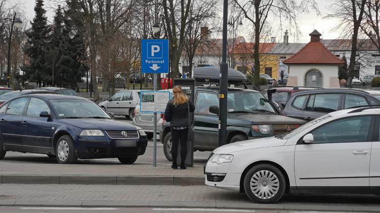 Płatna strefa parkowania w Kolbuszowej. Nie będzie darmowych 30 minut? - Zdjęcie główne