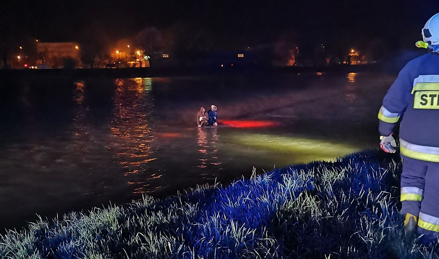 Podkarpacie: Pięć osób i samochód pod wodą [ZDJĘCIA WIDEO] - Zdjęcie główne