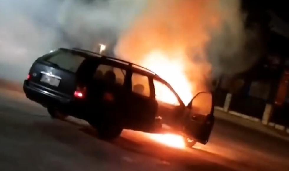 Samochód w ogniu w Niwiskach |VIDEO| - Zdjęcie główne