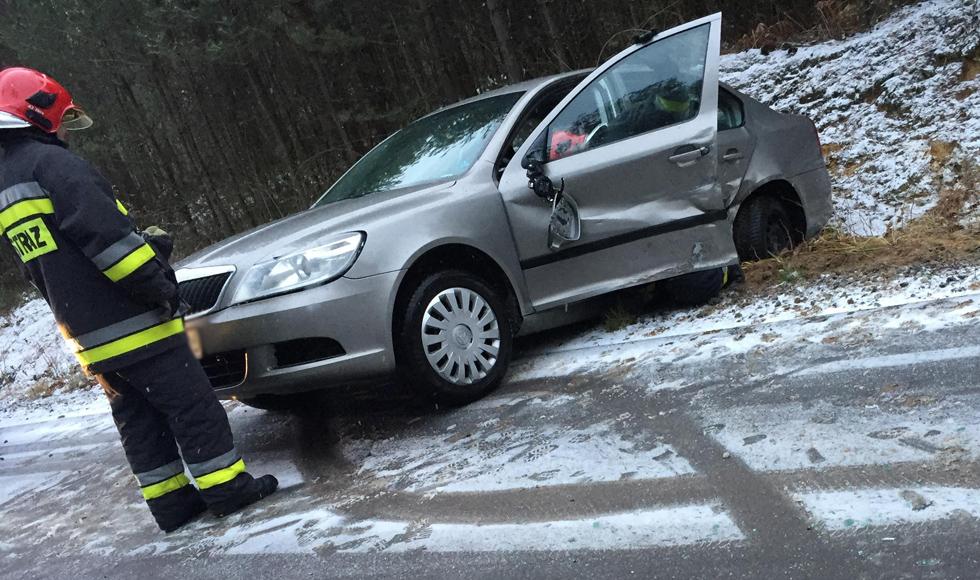 Zderzenie dwóch aut na terenie gminy Cmolas   ZDJĘCIA   - Zdjęcie główne