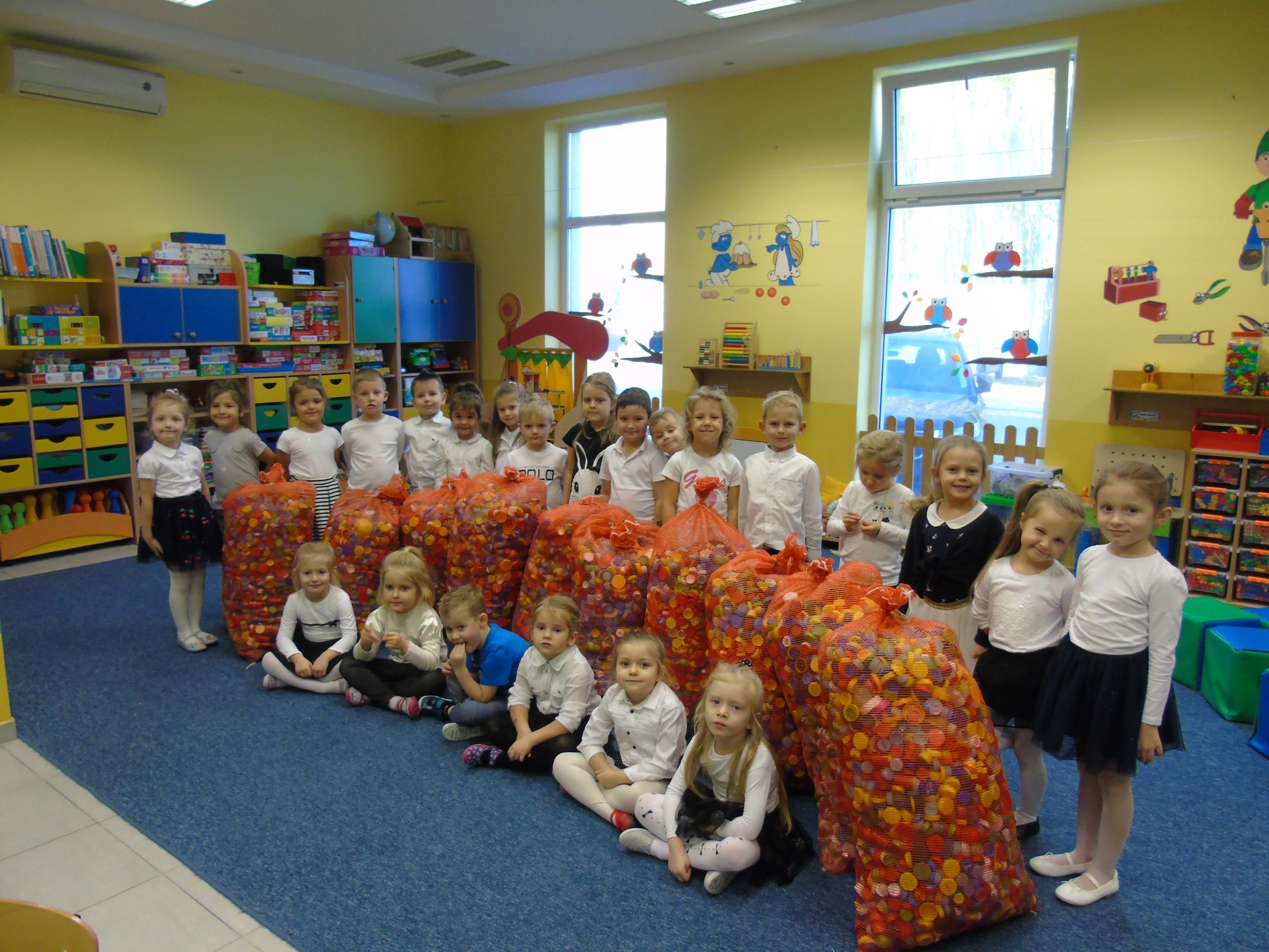 Dzieci z przedszkola w Kolbuszowej pomagają w rehabilitacji Mai - Zdjęcie główne