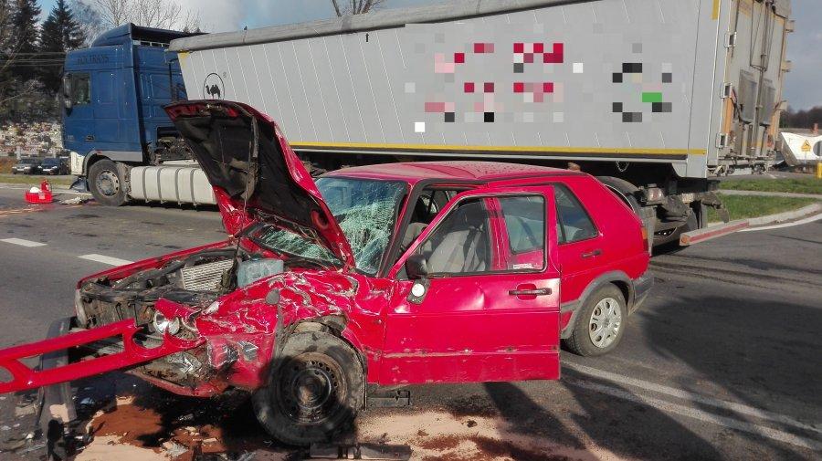 Z PODKARPACIA. Ciężarówka zderzyła się z osobówką | ZDJĘCIA |  - Zdjęcie główne