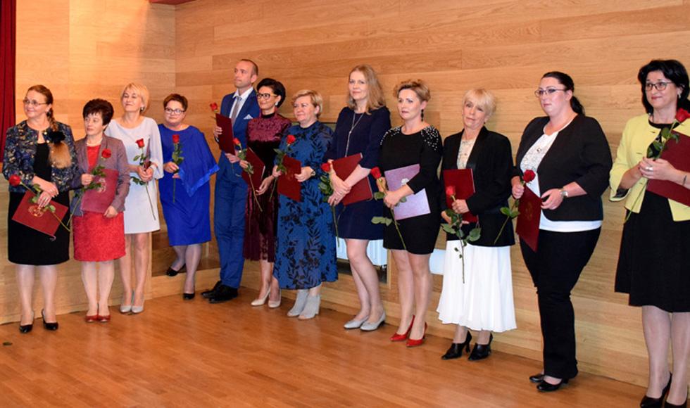 Kolbuszowa. Nagrodzeni przez burmistrza w Dniu Edukacji Narodowej  - Zdjęcie główne