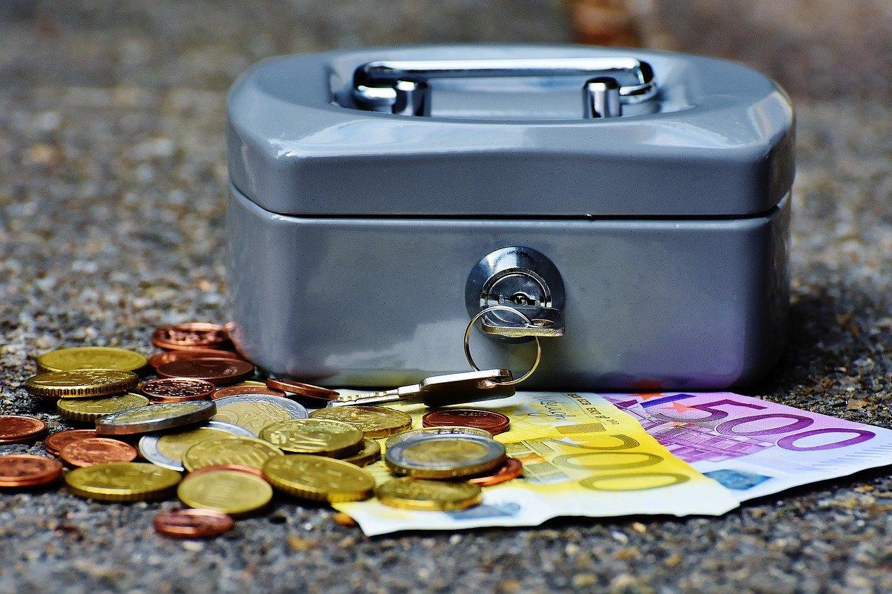 Ile zarabia doradca kredytowa i czy opłaca się za niego płacić? - Zdjęcie główne