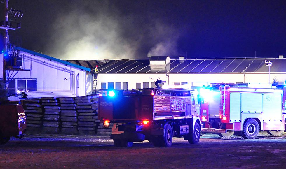 Informacje po pożarze zakładu w Kolbuszowej. Ogień gasiło 63 strażaków - Zdjęcie główne