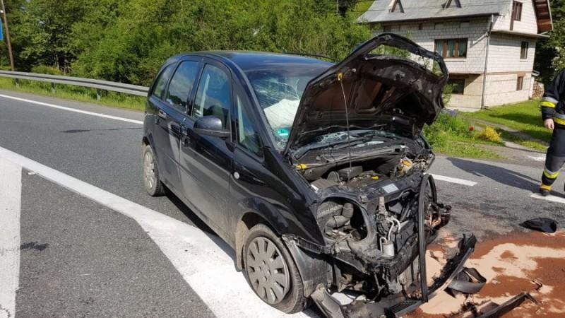 Poważne zderzenie dwóch samochodów. Ranną kobietę musiał transportować LPR [ZDJĘCIA] - Zdjęcie główne