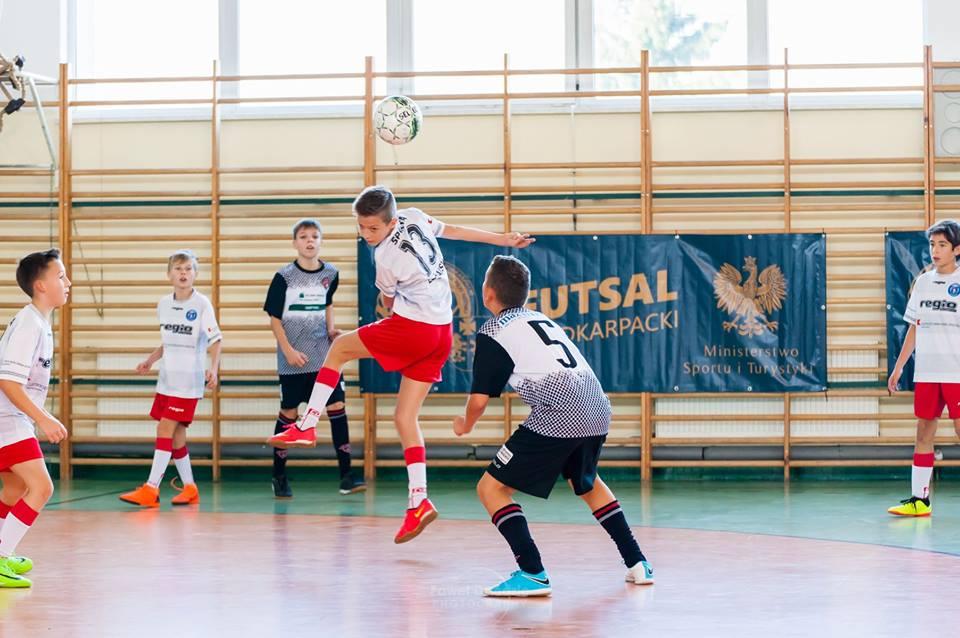 Futsalowe mistrzostwa Podkarpacia do 12 lat. Cztery zespoły pewne gry w wojewódzkim finale - Zdjęcie główne