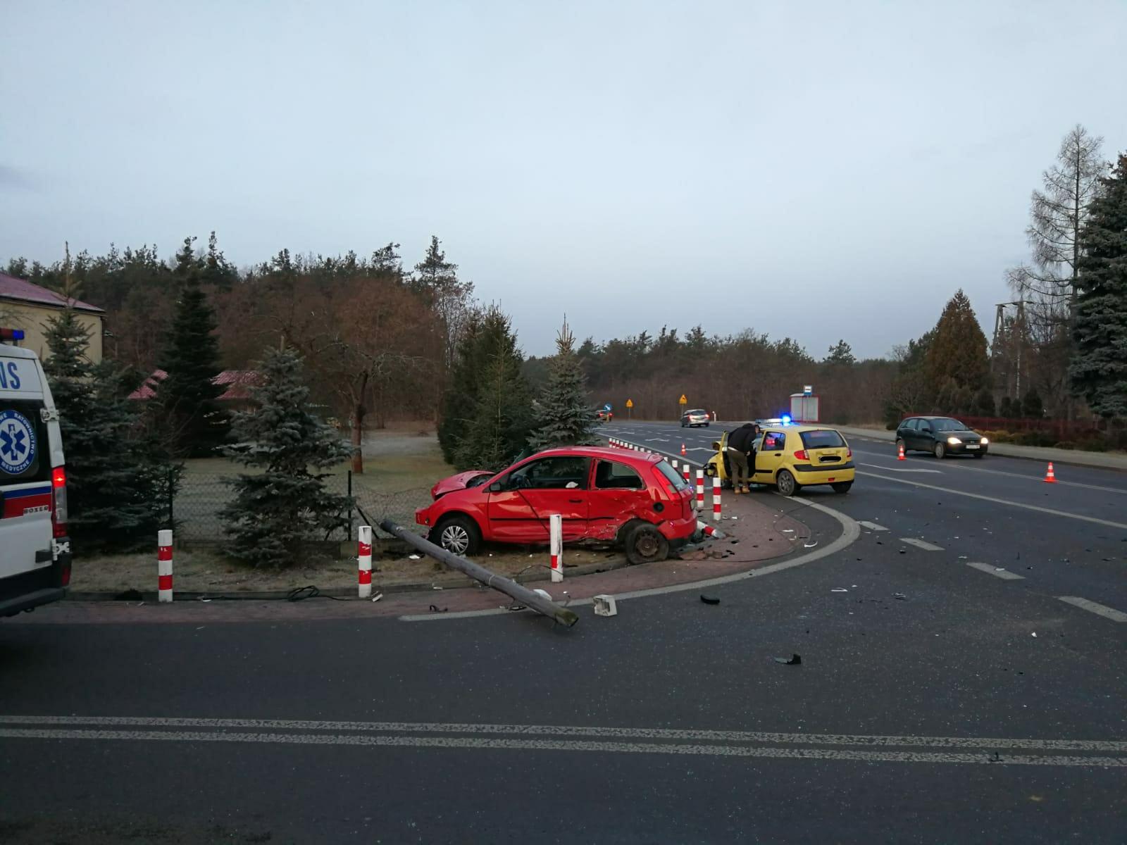 UWAGA UTRUDNIENIA. Wypadek w Przyłęku. Zderzyły się 2 auta [FOTO]  - Zdjęcie główne