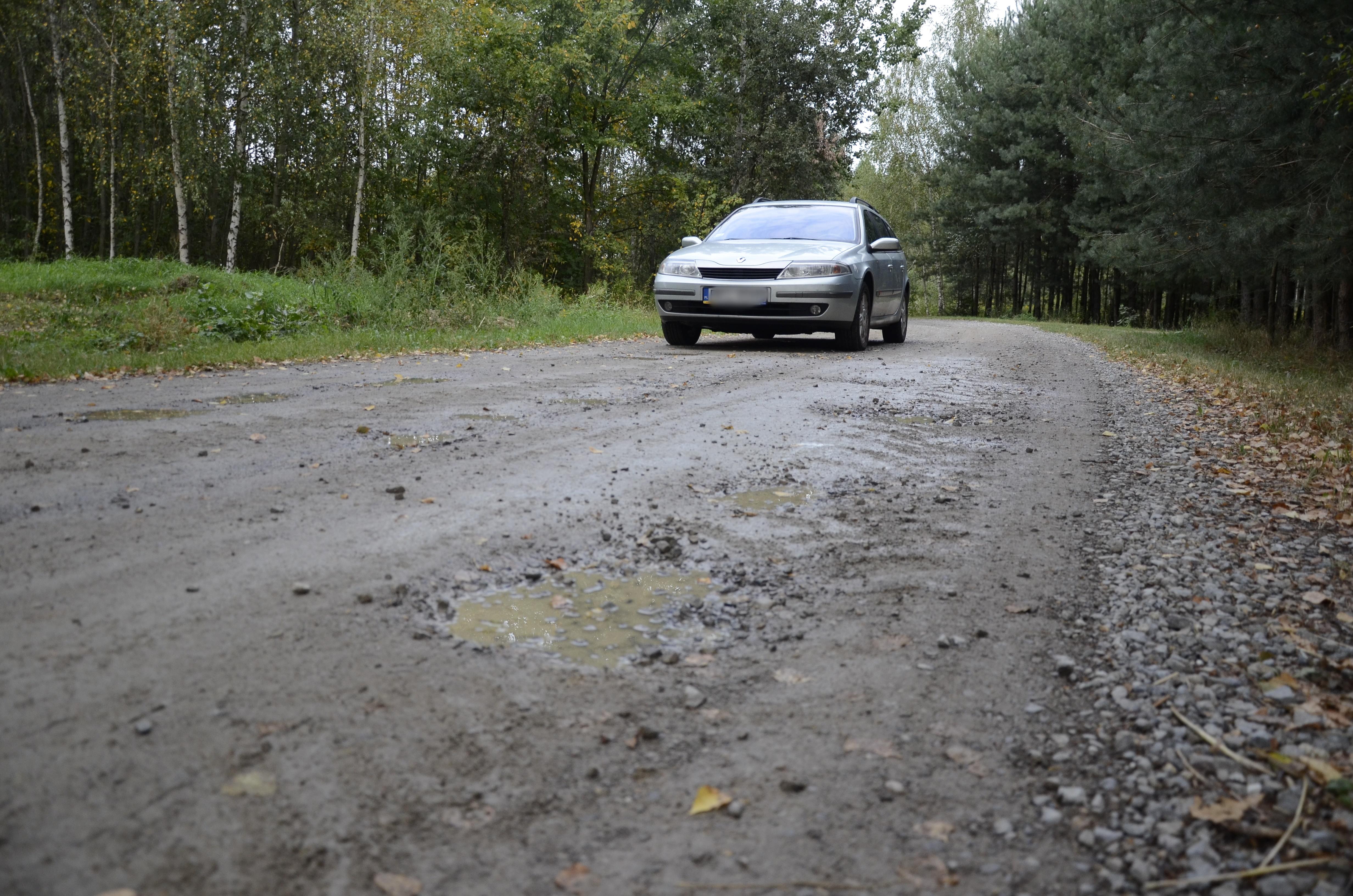 Droga między Mechowcem a Werynią w opłakanym stanie  - Zdjęcie główne
