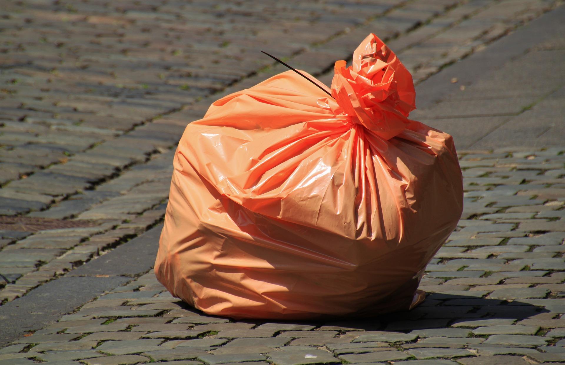 Kto zajmie się rozwożeniem worków na śmieci w przyszłym roku? - Zdjęcie główne