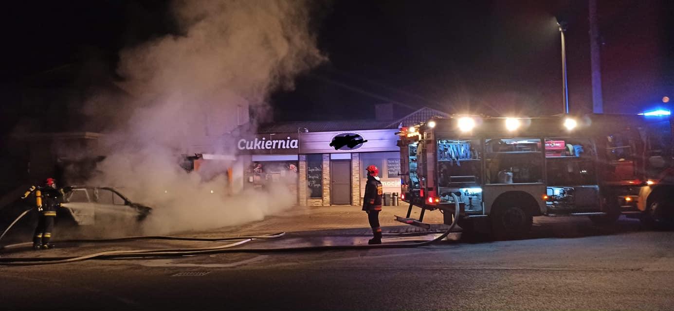 Z regionu: Ogień doszczętnie strawił samochód [ZDJĘCIA] - Zdjęcie główne