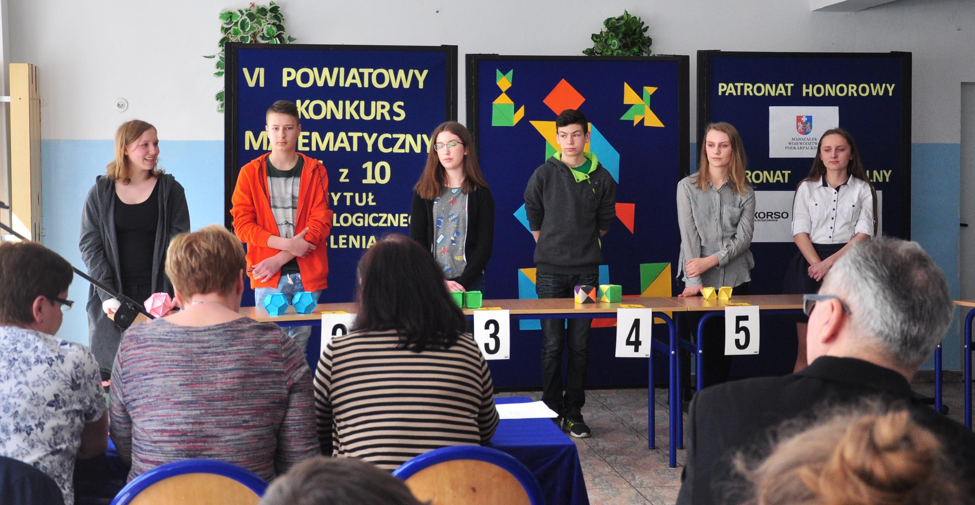 """Cmolas. Znamy laureatów Powiatowego Konkursu Matematycznego """"1 z 10"""" [ZDJĘCIA] - Zdjęcie główne"""