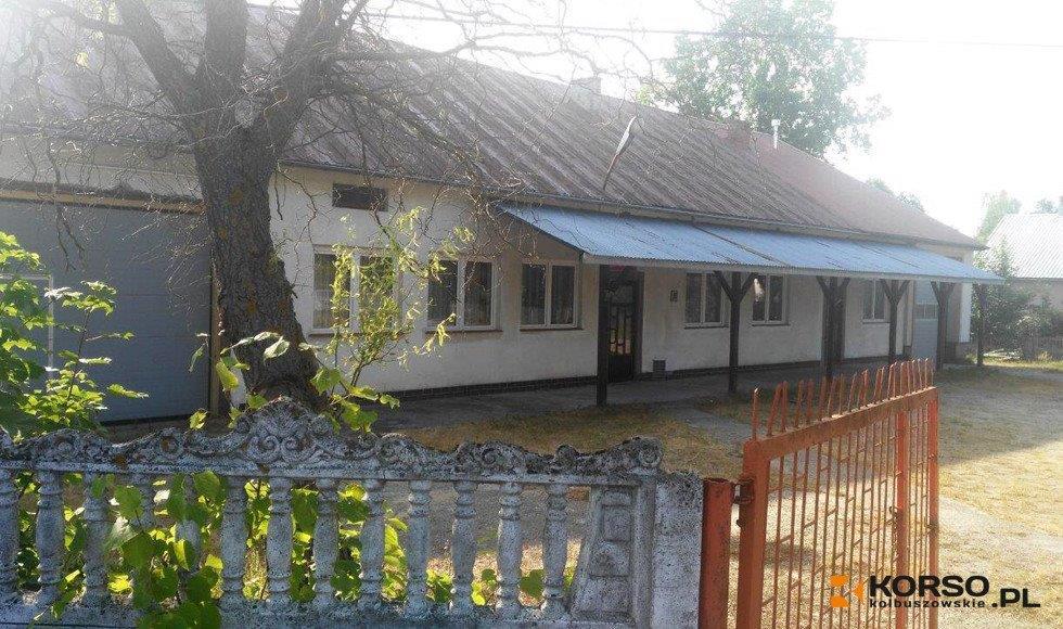 Gmina Dzikowiec wzięła kredyt na remont i rozbudowę budynku w Kopciach - Zdjęcie główne