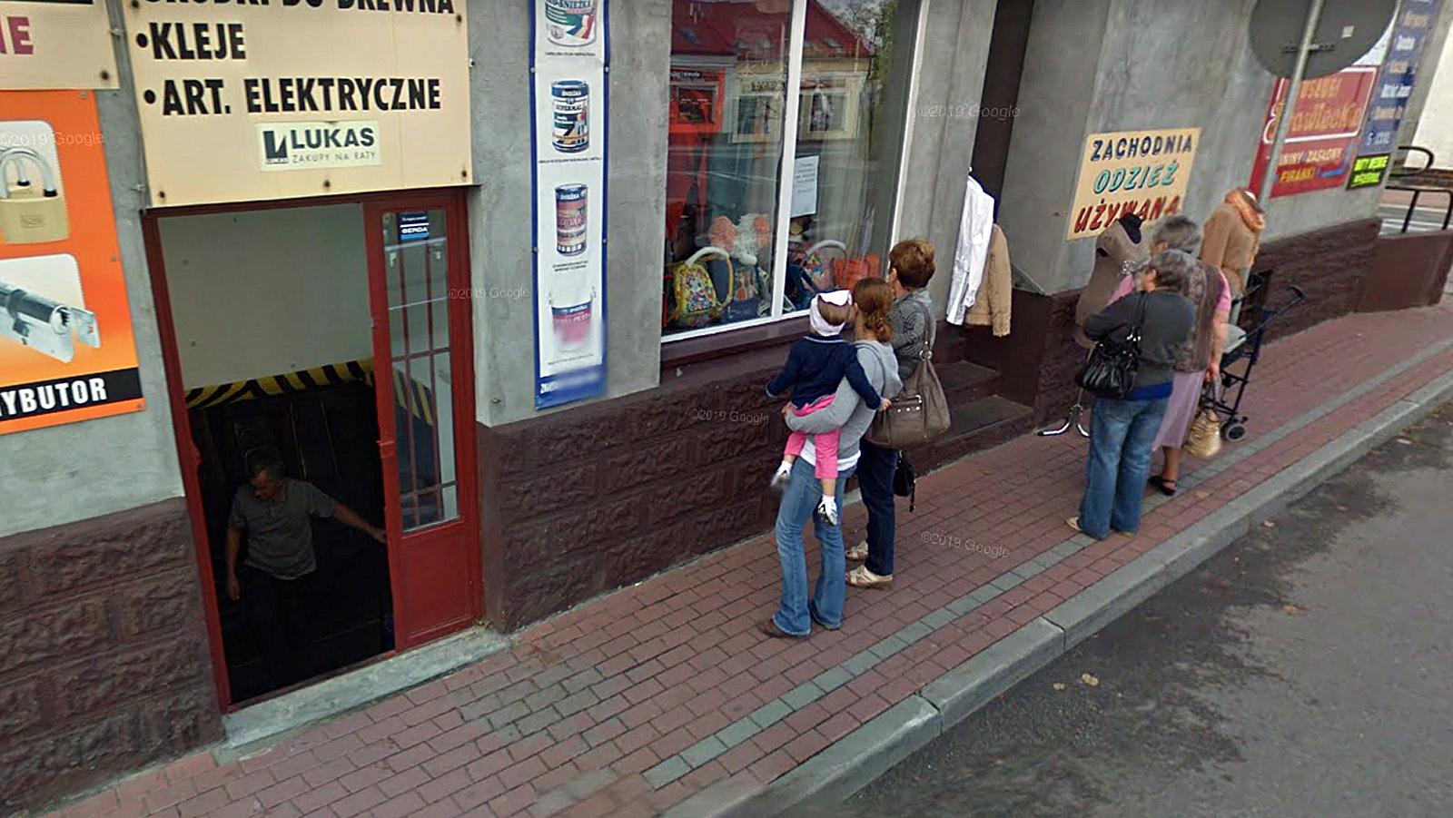 Kolbuszowa. Na zakupach uchwyceni przez kamery Google Street View [ZDJĘCIA] - Zdjęcie główne