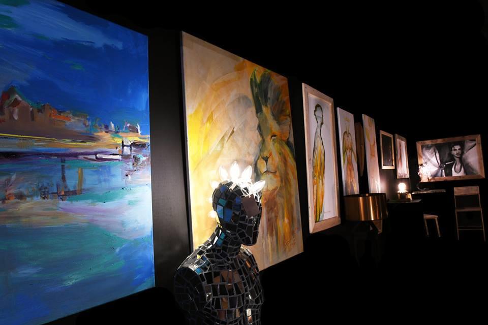 Wystawa obrazów i niepowtarzalnych lamp w Nowej Dębie. Organizatorzy zapraszają na wernisaż  - Zdjęcie główne