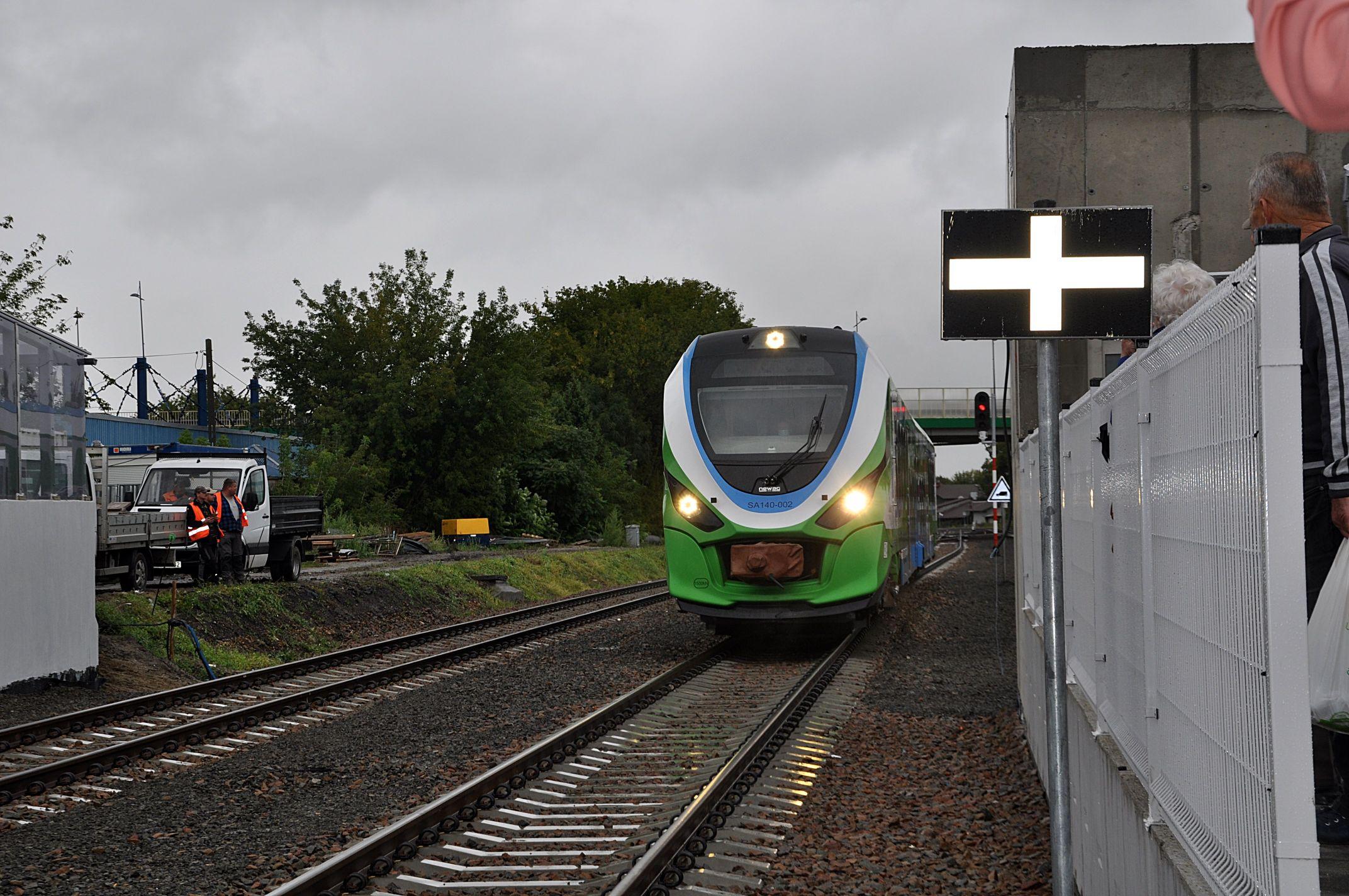 Z REGIONU: Pierwsze pociągi ruszyły z mieleckiej stacji  [ZDJĘCIA - WIDEO] - Zdjęcie główne