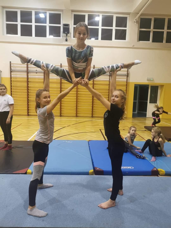 Pani Kasia, instruktorka ze Studia Ruchu K8 z Kolbuszowej, podpowiada, jak zmotywować się do ćwiczeń - Zdjęcie główne