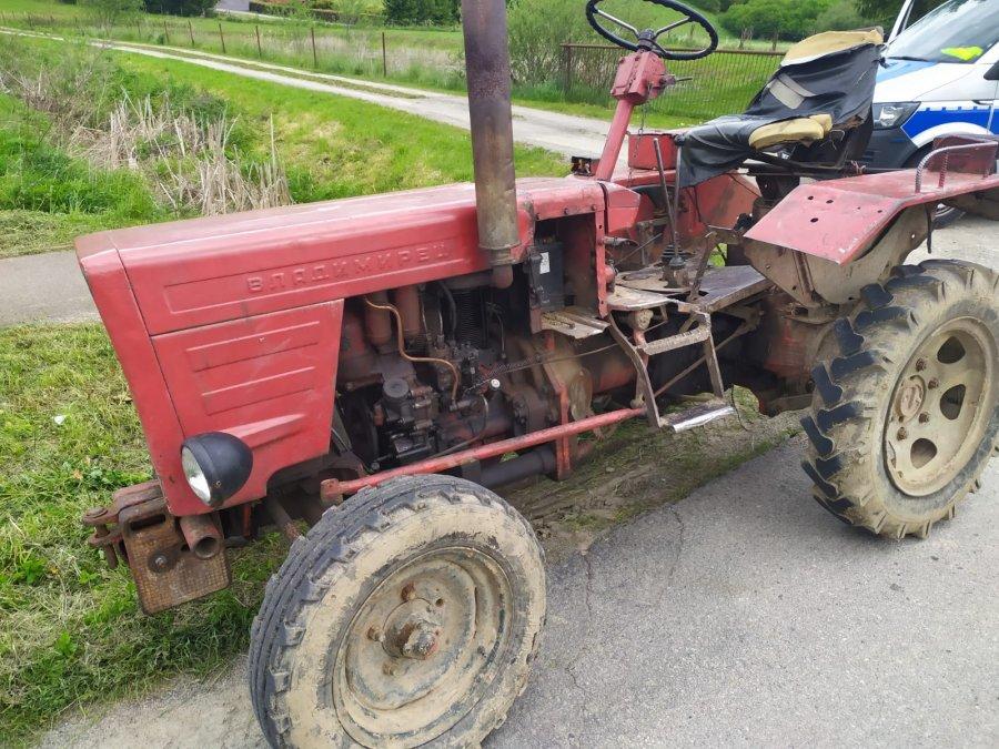 Z PODKARPACIA. Jechał traktorem środkiem drogi. Był pijany  - Zdjęcie główne