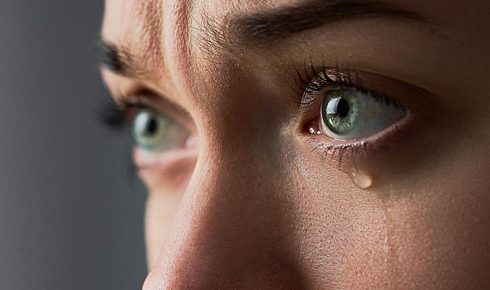 Ryzyko, że koronawirus przenosi się przez łzy, jest niskie - Zdjęcie główne