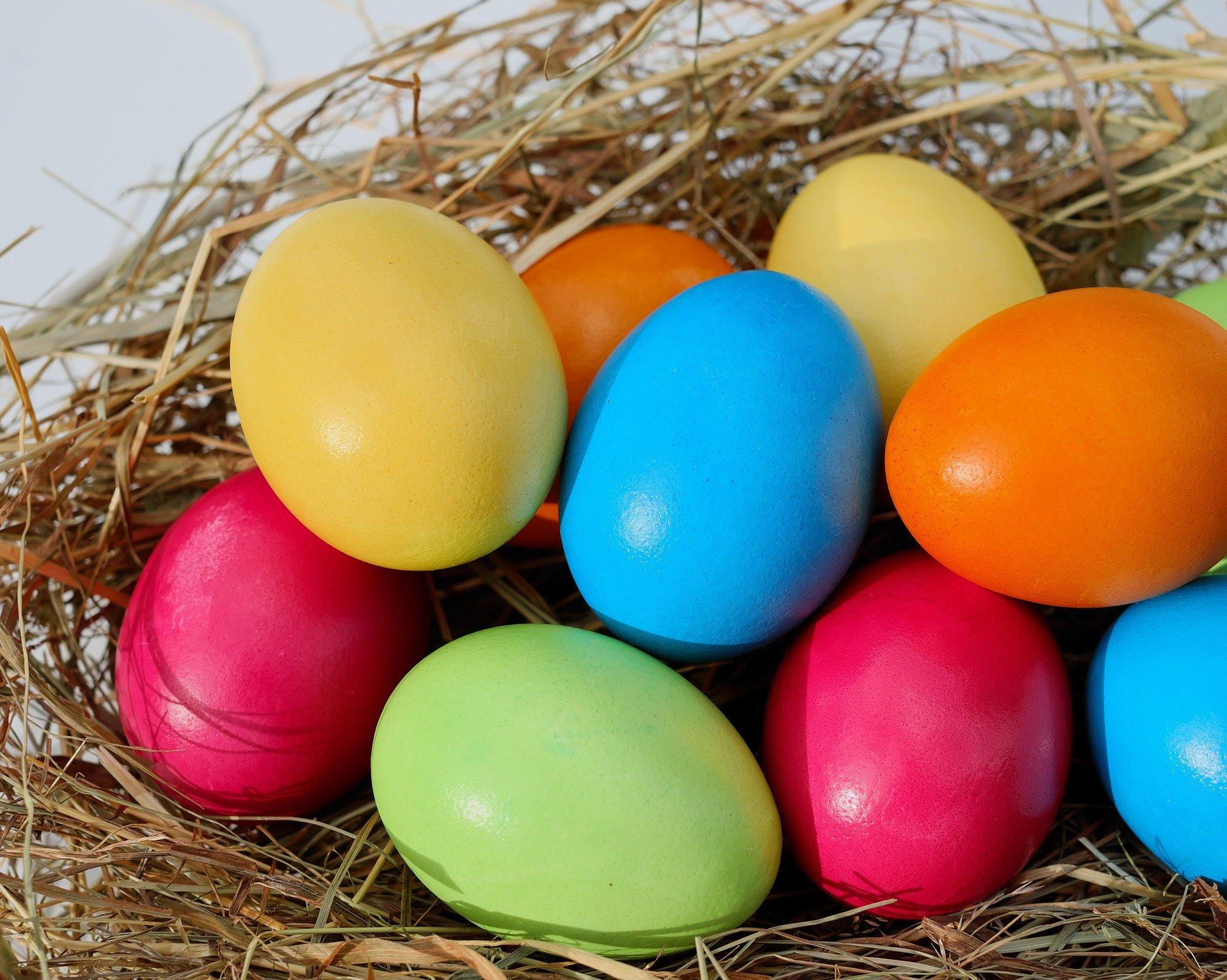 Kolorowo i bez chemii, czyli jak zabarwić jajka na świąteczny stół  - Zdjęcie główne