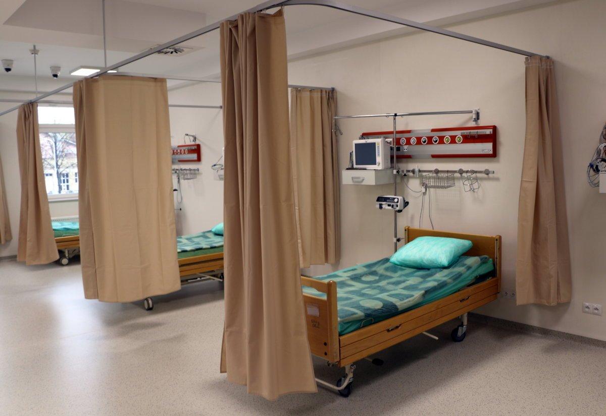 Przyjęto pierwszych zakażonych w szpitalu tymczasowym - Zdjęcie główne