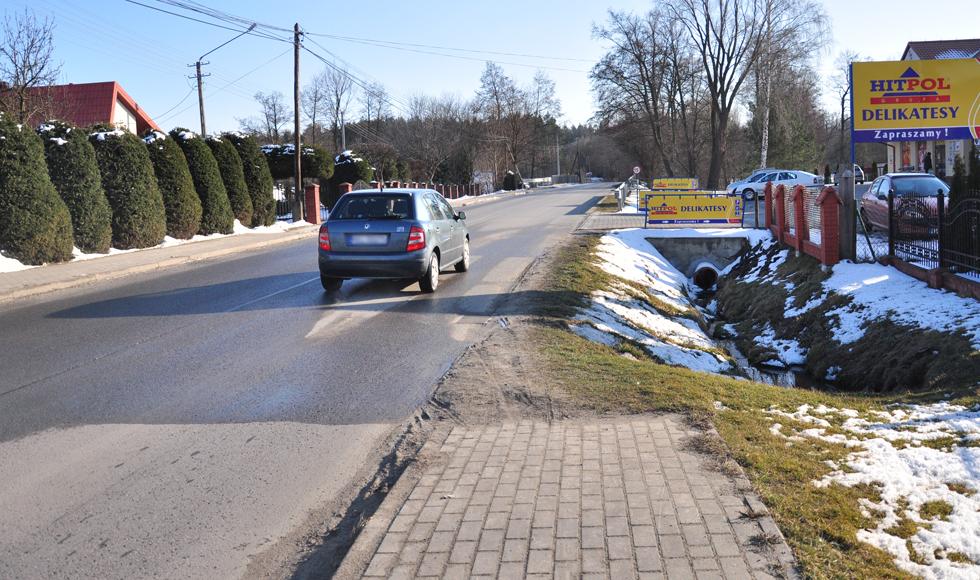 - W Raniżowie brakuje kilkunastu metrów chodnika - skarży się mieszkaniec powiatu kolbuszowskiego - Zdjęcie główne