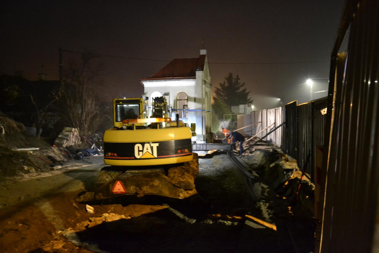 Nocna akcja przenoszenia kaplicy [FOTO] - Zdjęcie główne