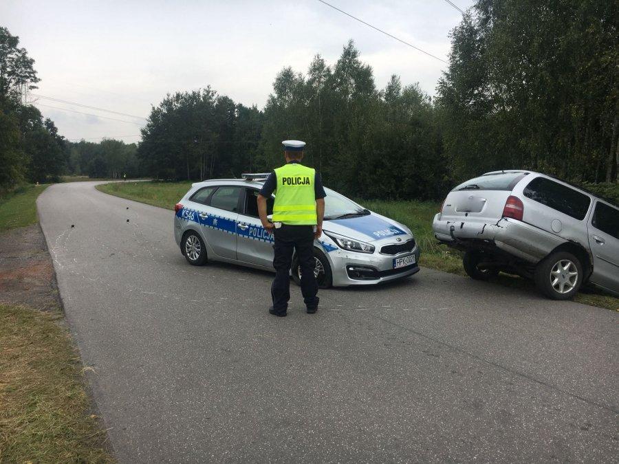 Gmina Kolbuszowa. Miał prawie trzy promile alkoholu i uciekał przed policją. Radiowóz zepchnął forda z drogi  - Zdjęcie główne