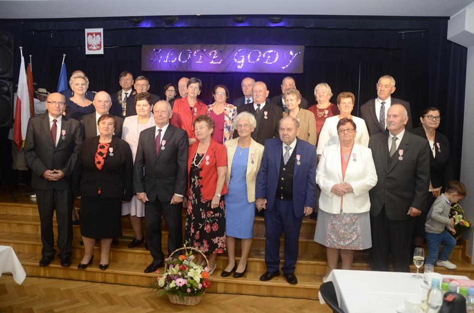 Razem od 50 lat! Medale dla małżeństw z gminy Cmolas [ZDJĘCIA - WIDEO - LISTA NAZWISK] - Zdjęcie główne