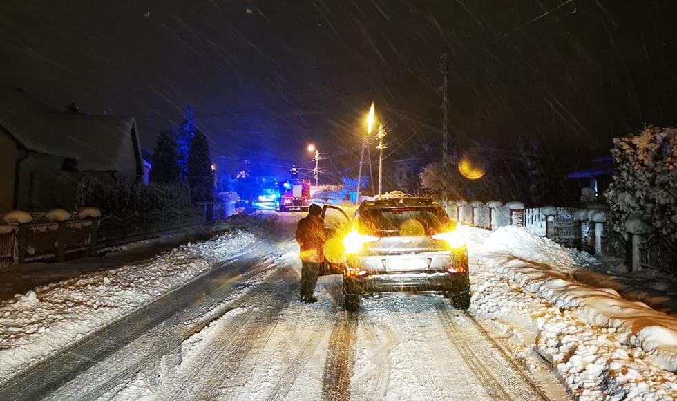 Śnieżyca nie odpuszcza. Kolejna ciężarówka w rowie [AKTUALIZACJA] - Zdjęcie główne