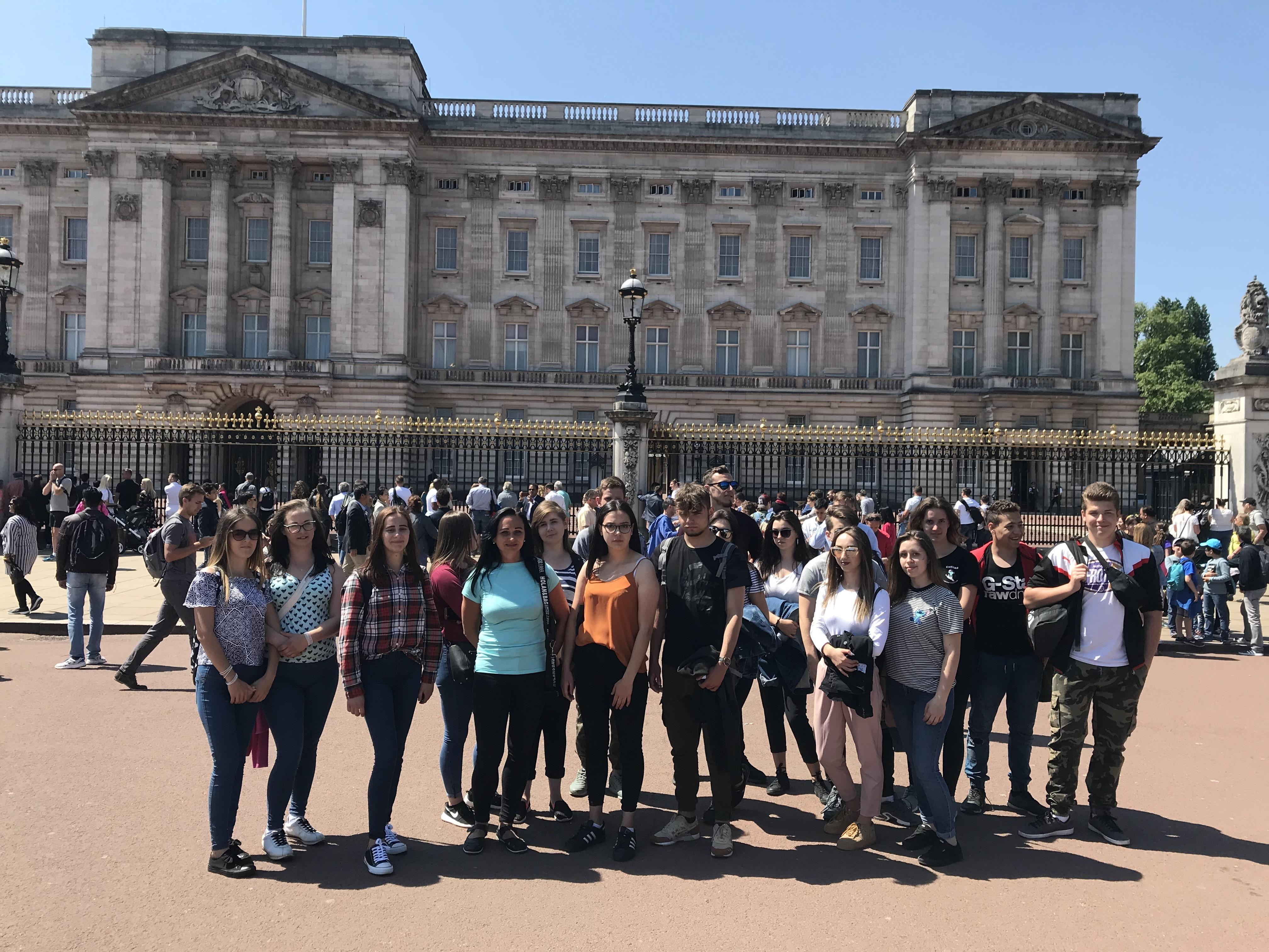 Kolejna grupa 17 uczniów z Weryni wraz z opiekunami poleciała na podbój Królestwa Wielkiej Brytanii - Zdjęcie główne