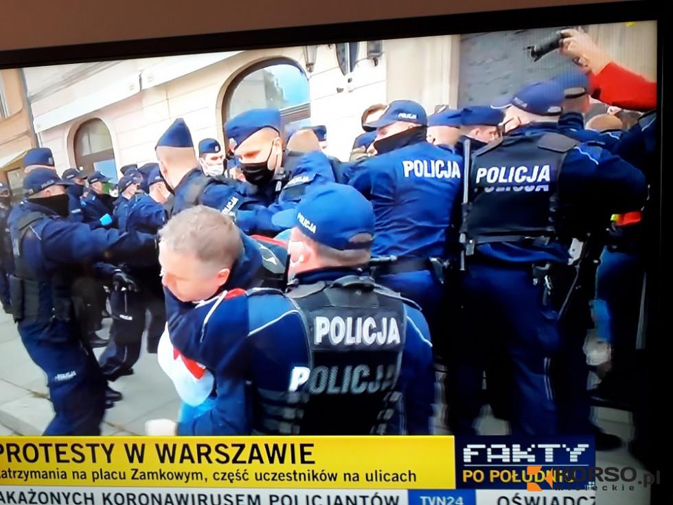 Przedsiębiorcy w tragicznej sytuacji. Protest w Warszawie, policja użyła gazu  - Zdjęcie główne