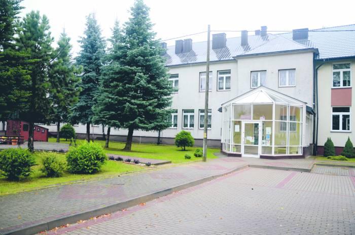 Rozprawa w sądzie w Kolbuszowej. Chcą ponad milion za działkę na której stoi szkoła w Dzikowcu - Zdjęcie główne
