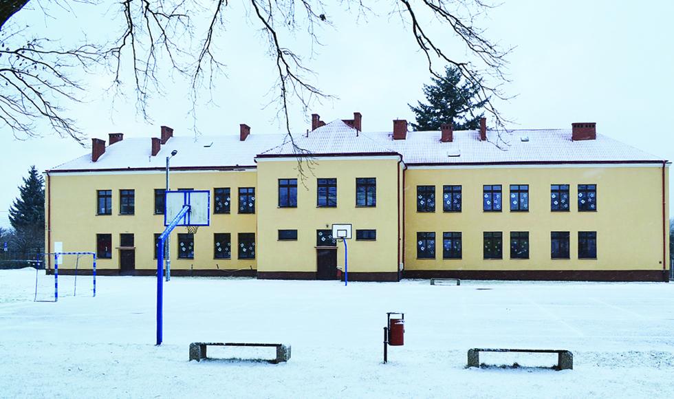 Gmina Majdan Królewski szykuje się do remontu boisk sportowych przy szkołach w Hucie Komorowskiej i Klatkach - Zdjęcie główne