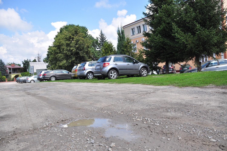 Kolbuszowa. Planowany jest remont parkingu przy Urzędzie Miejskim w Kolbuszowej - Zdjęcie główne