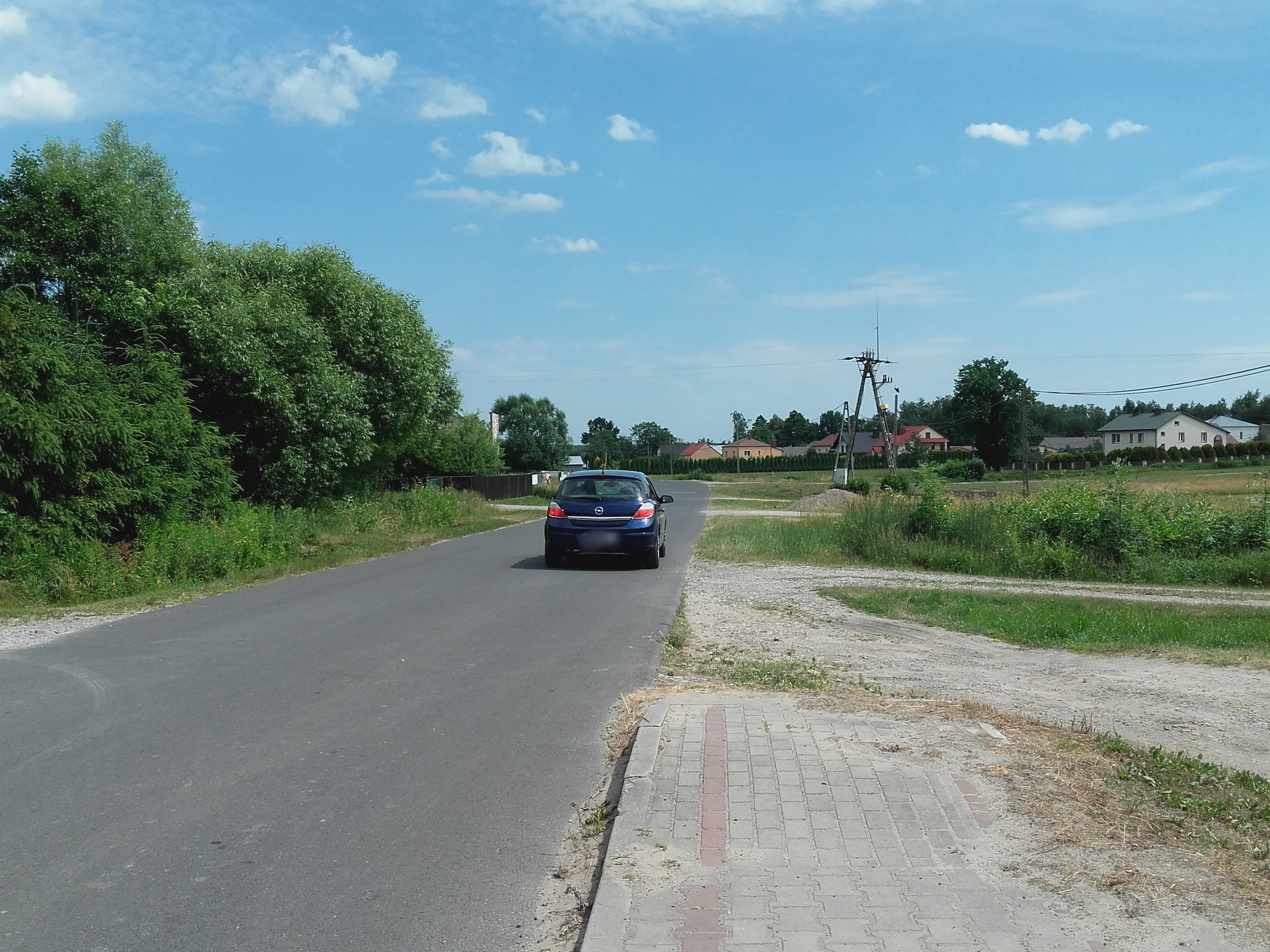 Dwa chodniki powstaną w tym roku przy drogach powiatowych w gminie Raniżów. Samorządowcy z Raniżowa zabezpieczyli na ich realizację ponad 800 tysięcy złotych - Zdjęcie główne
