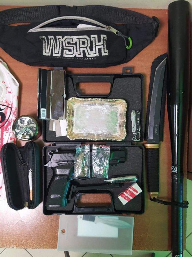 Z regionu. Kij bejsbolowy, noże i pistolet trzymał w bmw. Jak to tłumaczył? - Zdjęcie główne